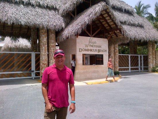 Viva Wyndham Dominicus Beach: Entrada principal