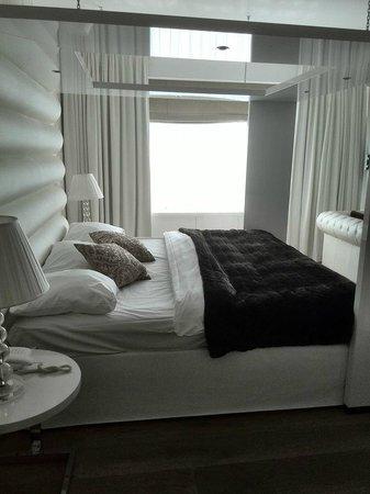 Van der Valk Hotel de Gouden Leeuw: Ruim bed