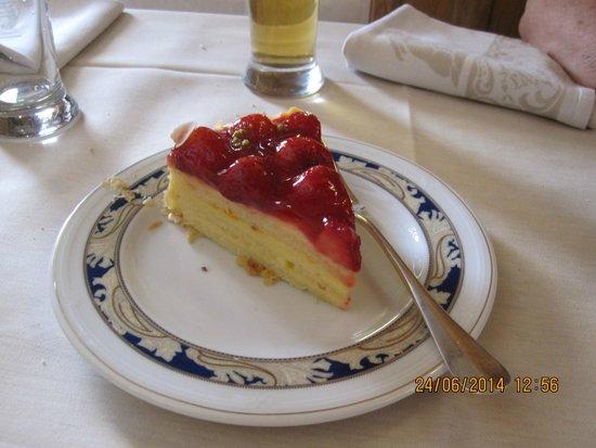 Trattoria Altavilla: The excellent strawberry cake.