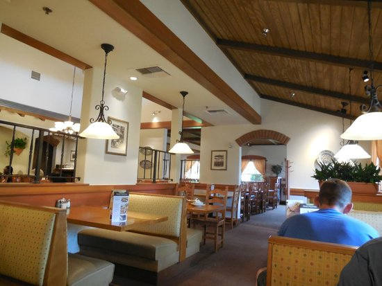 Booths In The Olive Garden Picture Of Olive Garden Boston Tripadvisor