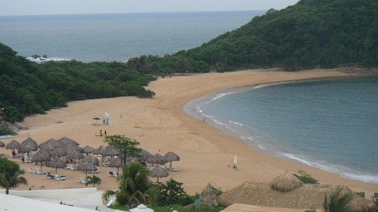 Secrets Huatulco Resort & Spa : View of the beach