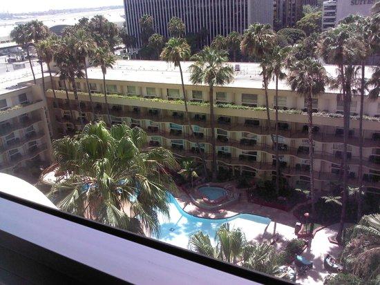 Los Angeles Airport Marriott : Room 1015 View