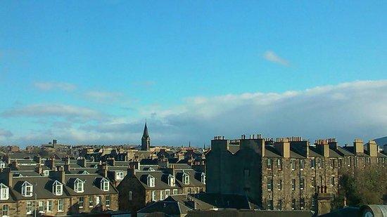Tune Hotel Haymarket, Edinburgh : view to left of room