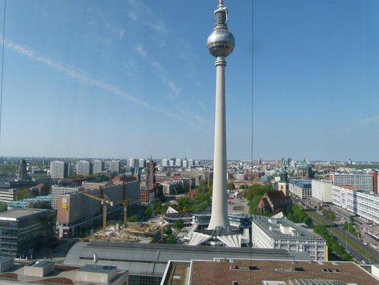 Park Inn by Radisson Berlin Alexanderplatz: Berlin för våra fötter