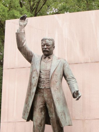 Theodore Roosevelt Island Park: statue of Teddy Roosevelt on the island