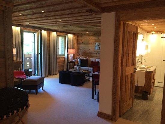 The Alpina Gstaad: Junior Suite Wohnbereich