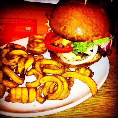 Big Al's American Kitchen: a small burger ;-)