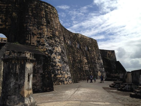 "Site historique national de San Juan : The fort's ""cliffs"""