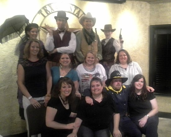 Texas Star Dinner Theater: Group photo with cast at the end of the evening