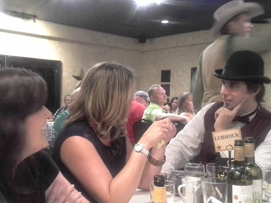Texas Star Dinner Theater: Actors interact with guests during dinner and show