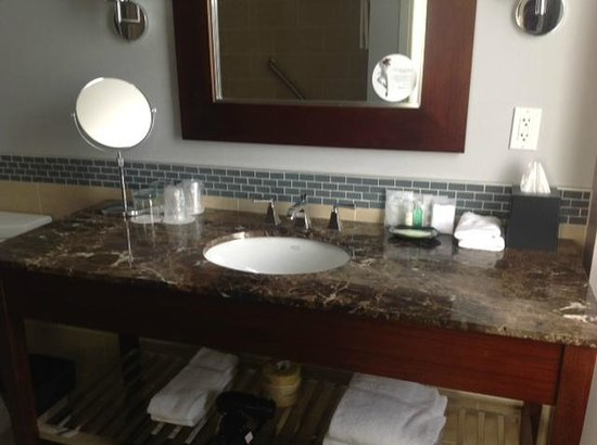 The Westin Book Cadillac Detroit: Great toiletries..lots of counter space