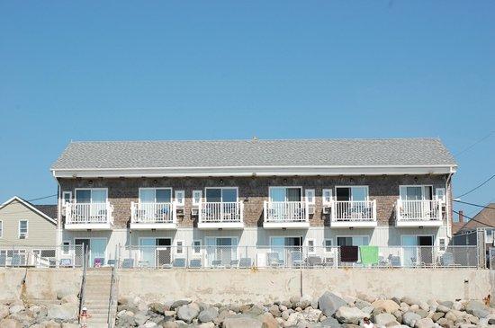 Lafayette's Oceanfront Resort : les chambres de l'immeuble 5 sont directement sur la mer