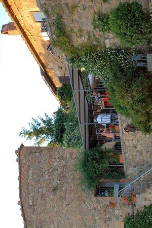 Osteria La Porta : Terrazzo esterno