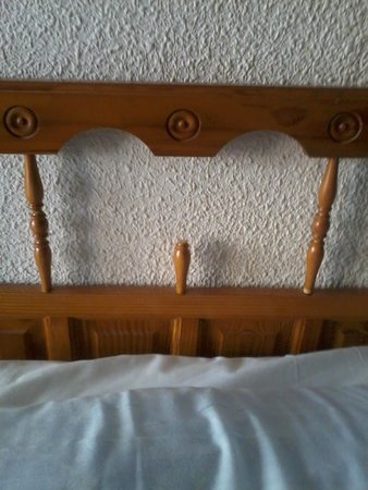 Picasso Apartments: this is one photo of several of the bed!