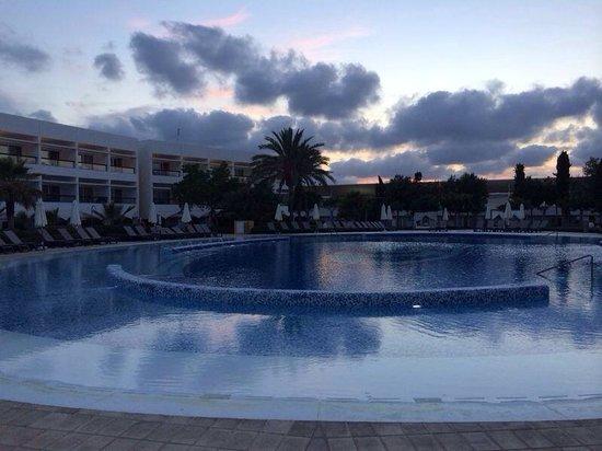 Grand Palladium Palace Ibiza Resort & Spa : Piscina