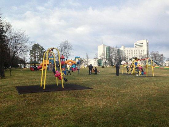 Rixos Hotel Prikarpatye: детская площадка