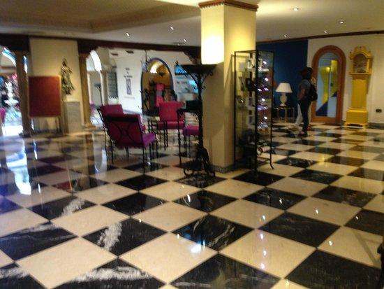 Hotel Sevilla Macarena: Reception