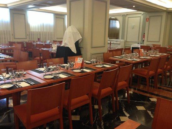 Hotel Sevilla Macarena: Dining room