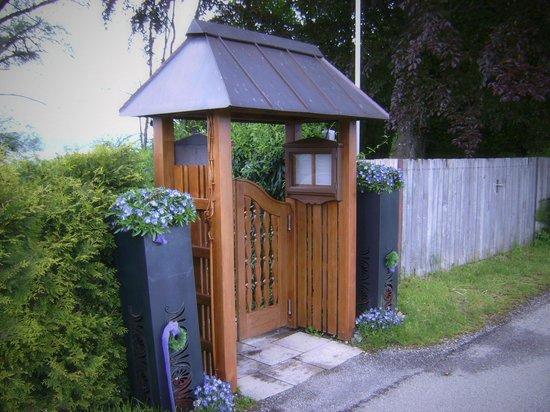 Cafe-Restaurant Seehaus: Eingang zum SEEHAUS