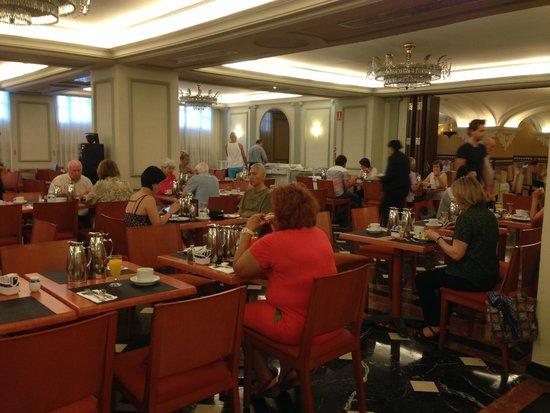 Tryp Sevilla Macarena Hotel: Dining room