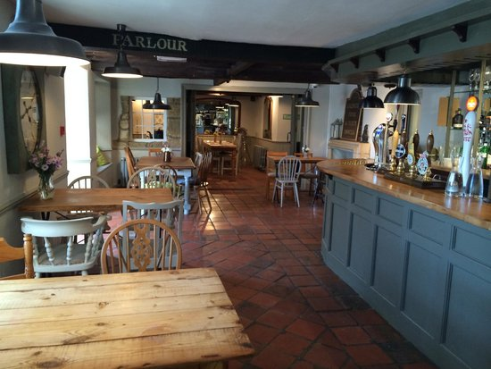 The Ilchester Arms Hotel Restaurant: Bar area - also available for informal dining