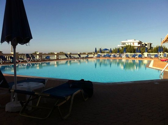 Notos Heights Hotel & Suites: Pool area