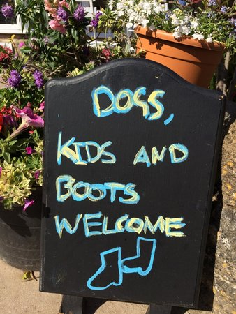 The Ilchester Arms Hotel Restaurant: Walkers, families and pets all welcome