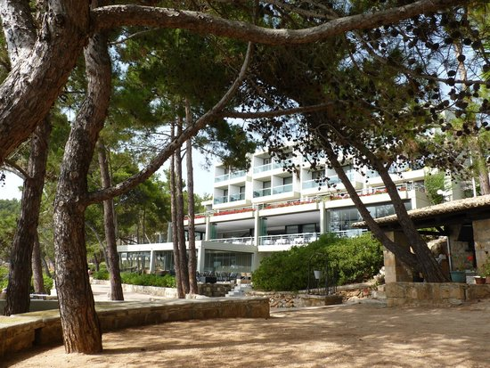 """White Rocks Hotel & Bungalows: Hotel showing """"sea view"""" rooms"""