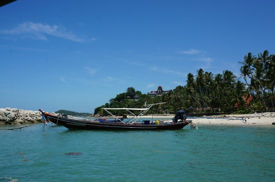 The Five Islands : Boat