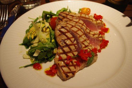 Cote Brasserie - Guildford: Tonno rosso grigliato con insalata di avocado