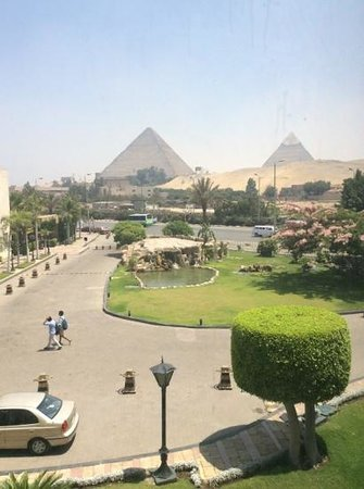 Le Méridien Pyramids Hotel & Spa : pyramids view