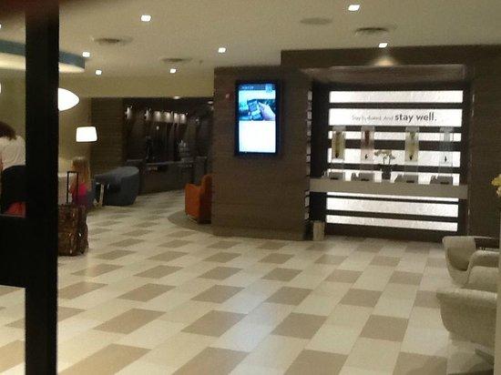 EVEN Hotel Norwalk: Main Area as you enter hotel