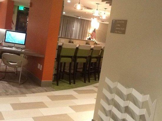 EVEN Hotel Norwalk: Main Area