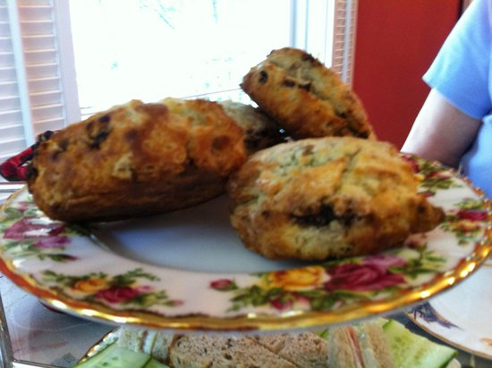 The Potted Geranium Tea Parlor & Gifts: Scones - a little over baked