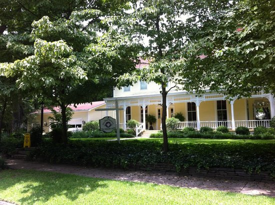 The Potted Geranium Tea Parlor & Gifts: View from the front