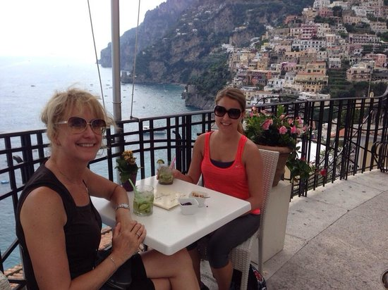 B&B Mamma Rosa Positano: One of the many cafe's with a view!
