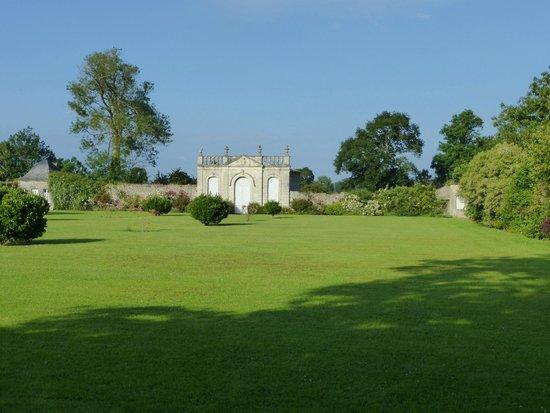 Chateau de Vouilly : Garden