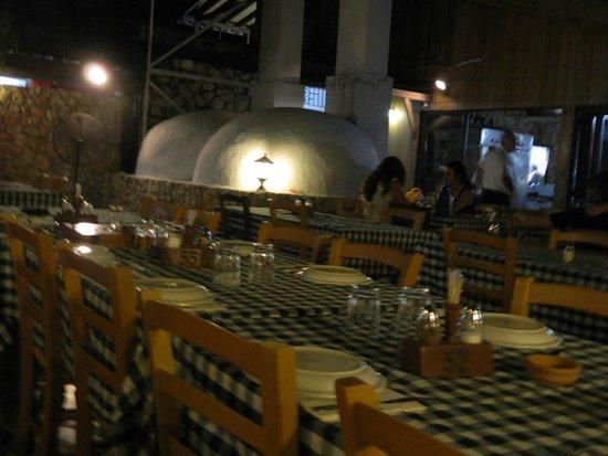 Militzis: Esterno, con tavoli all'aperto