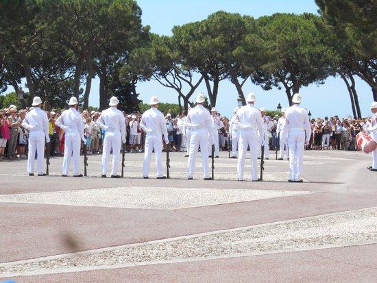 Prince's Palace (Palais du Prince) : Relève de la garde