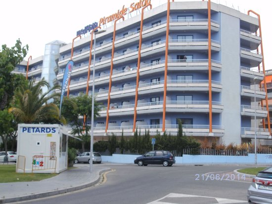 MedPlaya Piramide Salou: hotel from main road