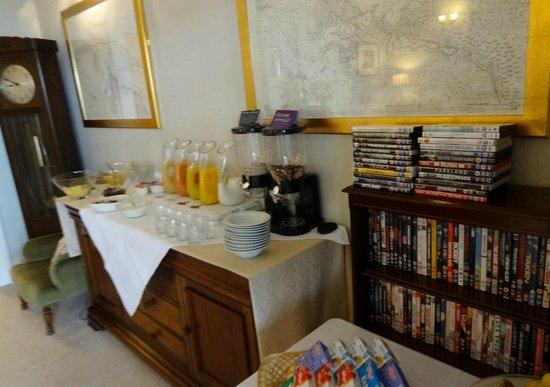 Highcliffe House: Breakfast buffet