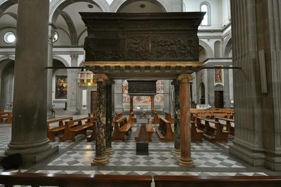 pulpiti di Donatello all'interno della Basilica di San Lorenzo