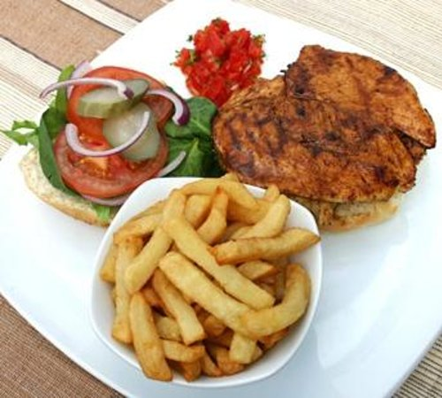 The Avenue Restaurant and Grill: Juicy chicken burger and handcut chips