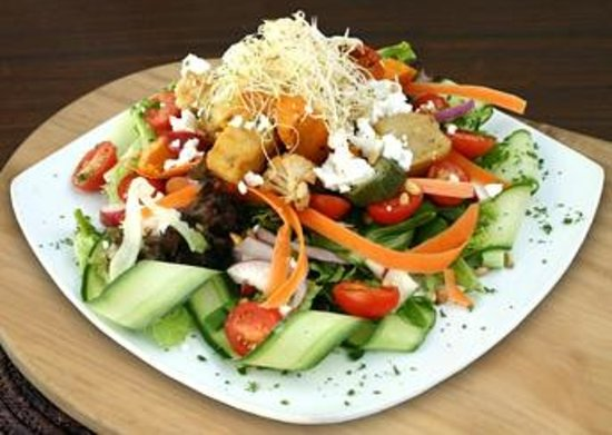 The Avenue Restaurant and Grill: Roasted veg salad