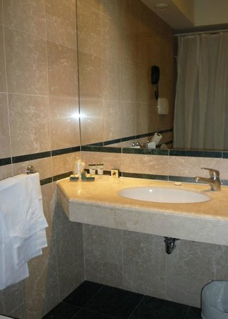 Hotel Delle Vittorie: Bathroom was spacious and clean