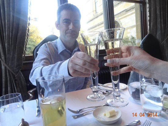 Ettington Park Hotel : Celebrating with champagne