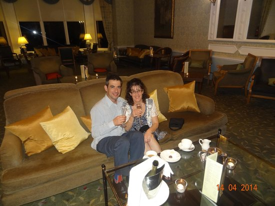 Ettington Park Hotel: Realxing after our meal