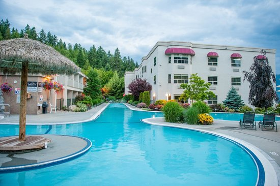 Podollan Inn: Relaxing poolside view
