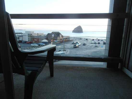 Inn At Cape Kiwanda : view out the balcony