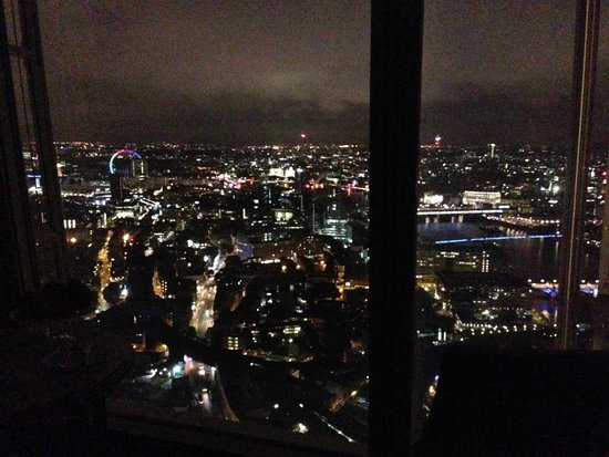 Shangri-La Hotel, At The Shard, London: Nightime view from too on 48th floor